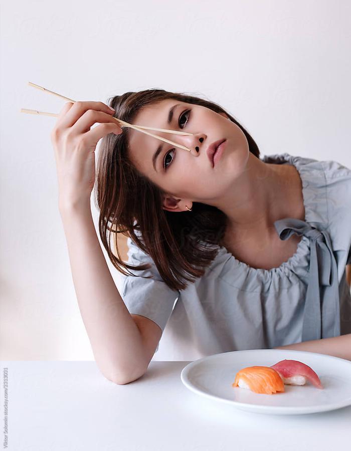 Những nàng giáp lấy chuyện ăn uống để lấp đi nỗi buồn phiền, cứ buồn là ăn mà càng buồn càng ăn nhiều