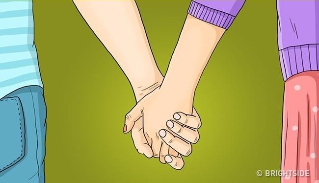 Áp lòng bàn tay vào nhau